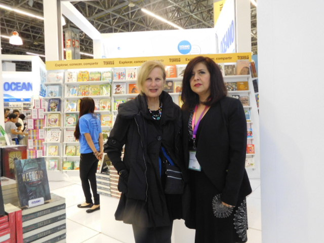 Book Shepherd Wendy Jane Carrel at GDL Book Fair Oceano stand with Guadalupe Ordaz